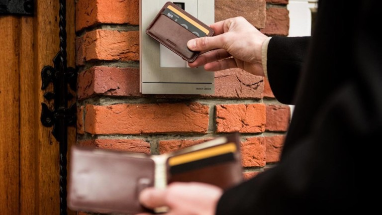 Ekster Secretary Modular Bifold & Tracker Card lets you use an app to find your wallet