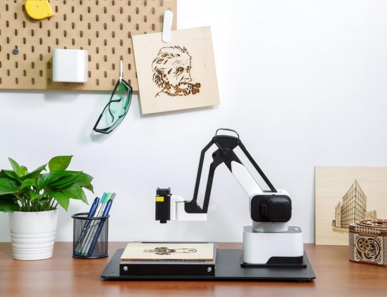 Hexbot Versatile Desktop Robot Arm