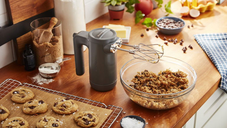 KitchenAid Cordless 7 Speed Hand Mixer helps to perfect your baked goods in the kitchen