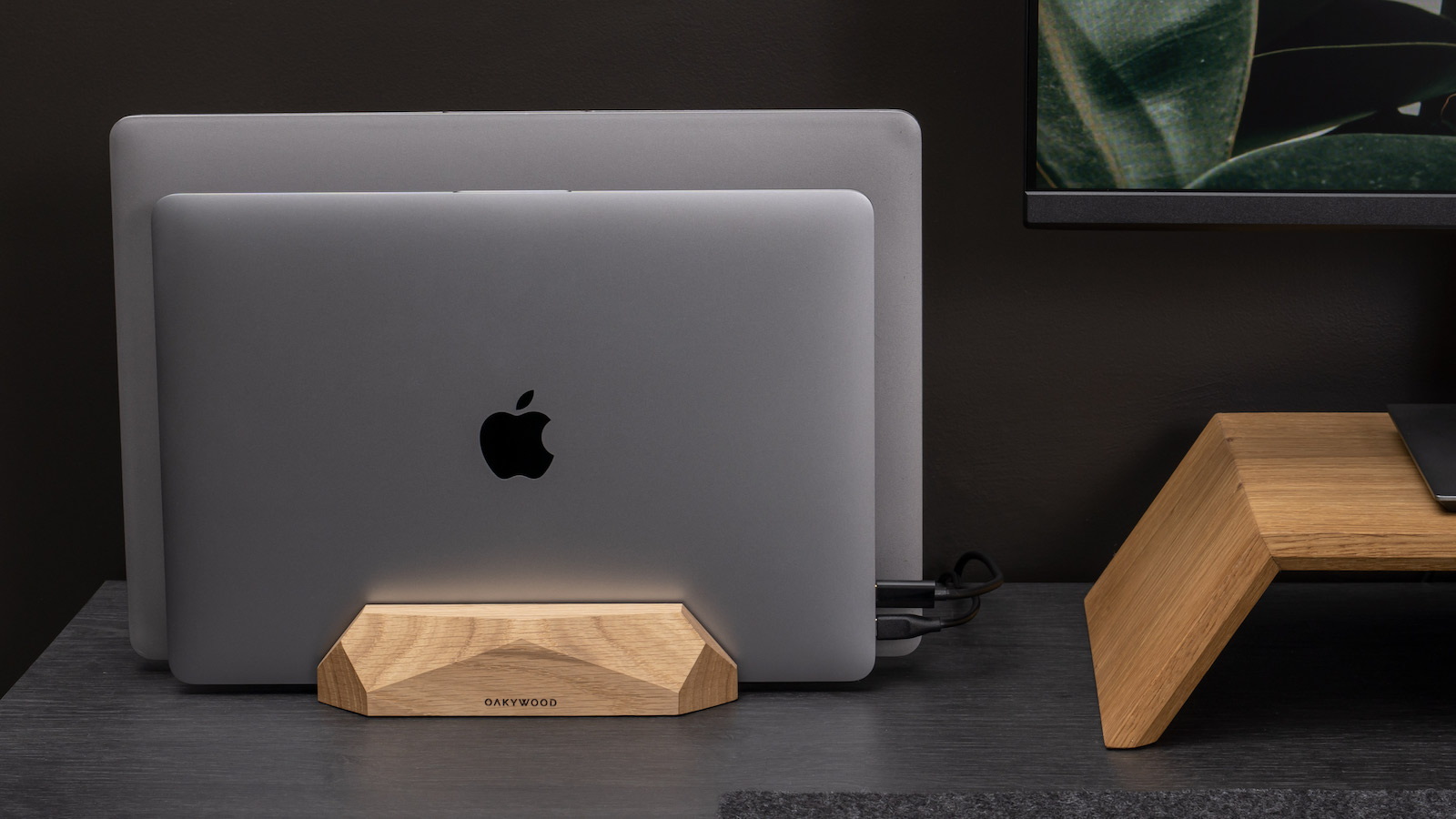Oakywood-Dual-Vertical-Wood-Laptop-Stand-01.jpg