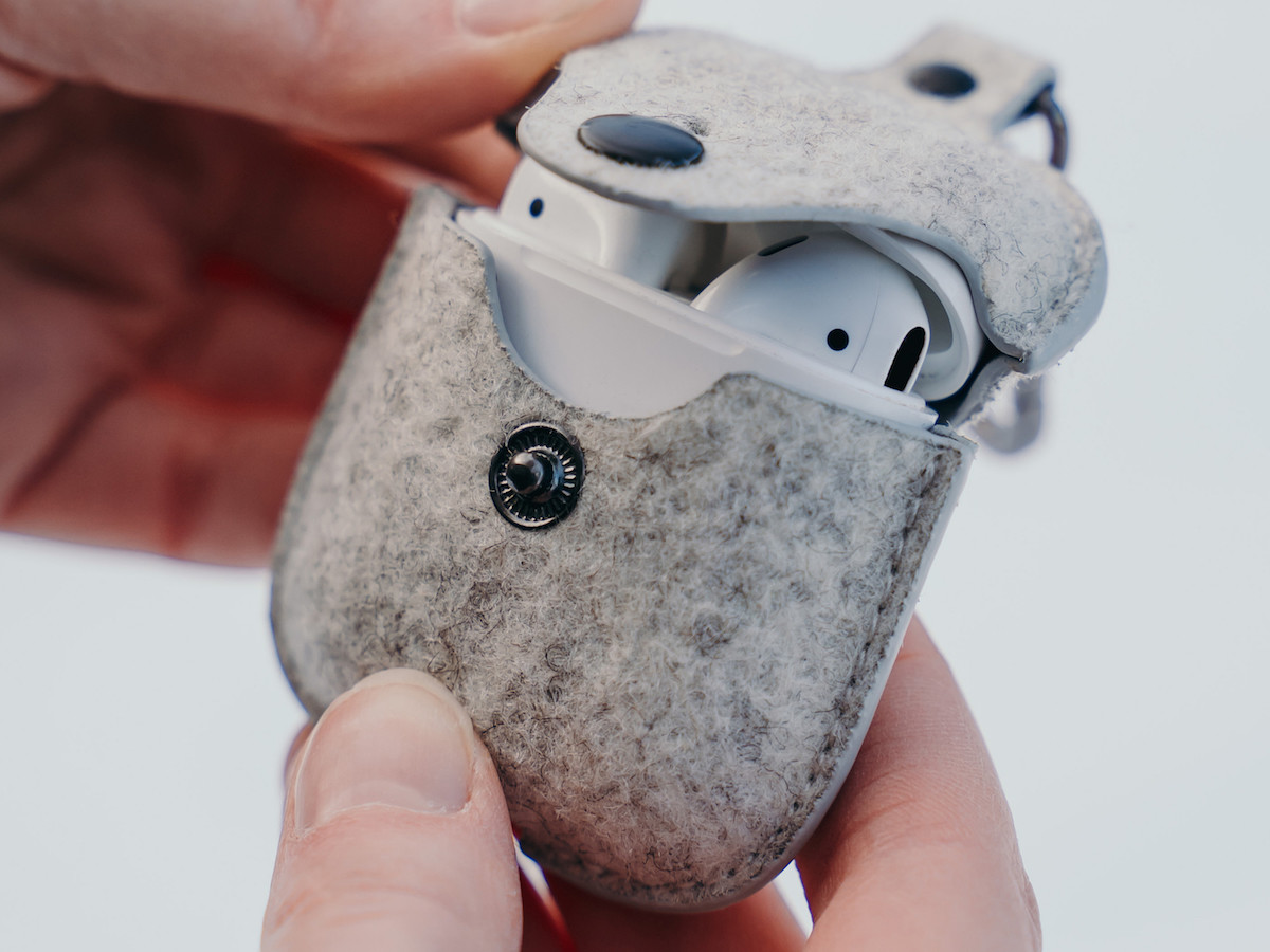Oakywood Felt AirPods Pro Case features a layer of microfiber to protect your earbuds