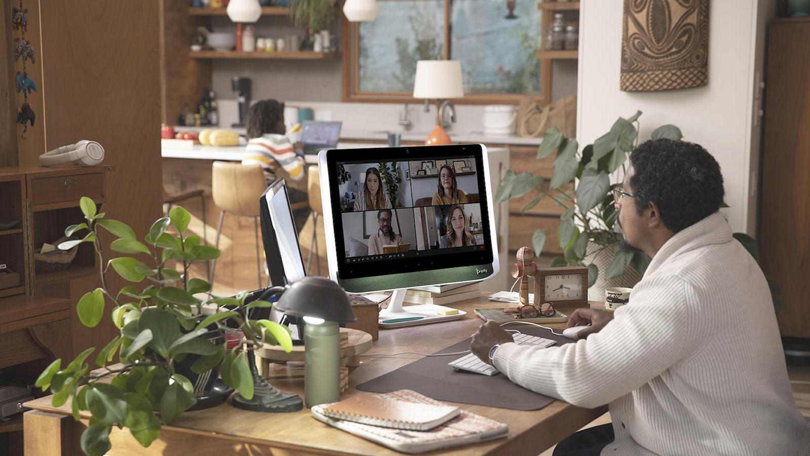 Poly Studio 21 personal meeting monitor includes all the features for video conferencing