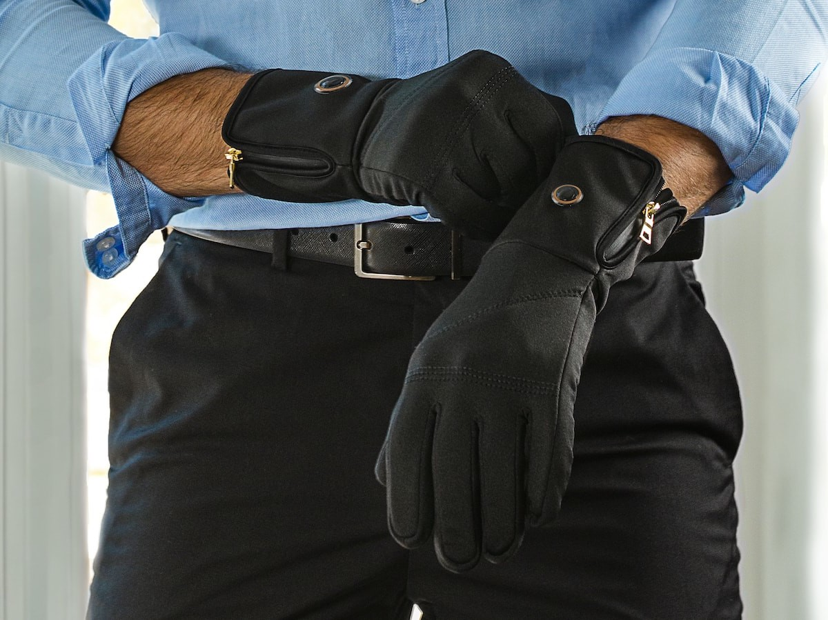 Quanta Vici Smart Heated Gloves & Socks maintain the temperature of your choice