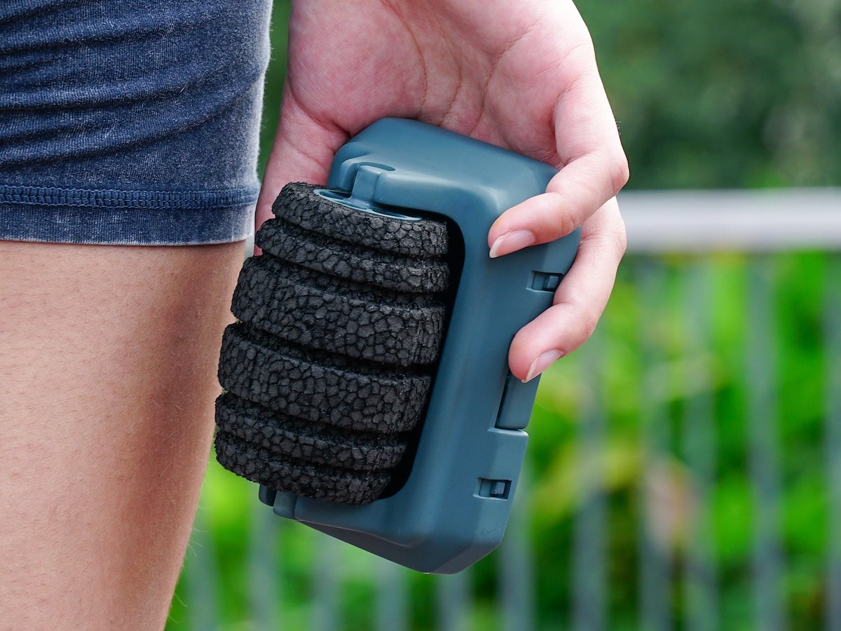Ralévo mountable foam roller has a compact design that you can take anywhere