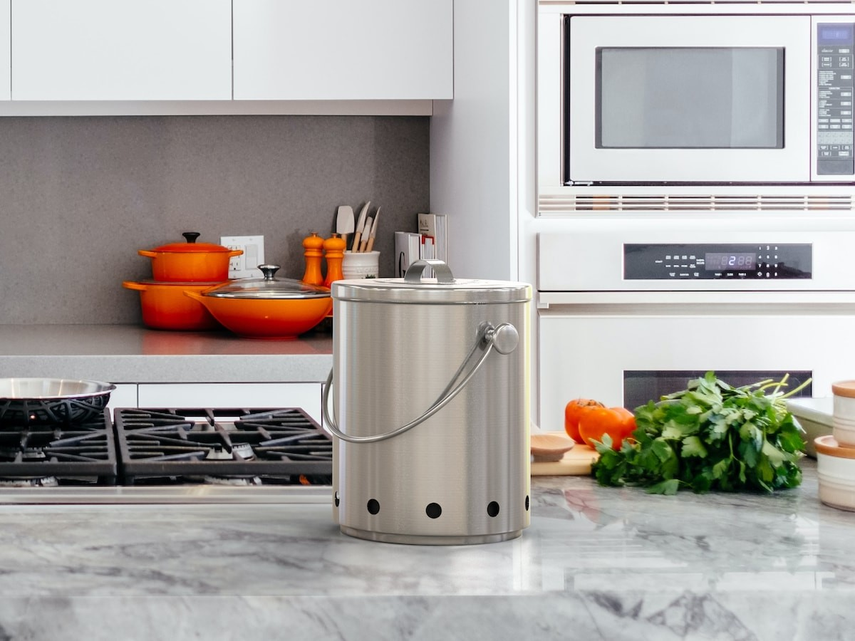 Smell-Free Compost Bin uses a smart airflow system to eliminate odors