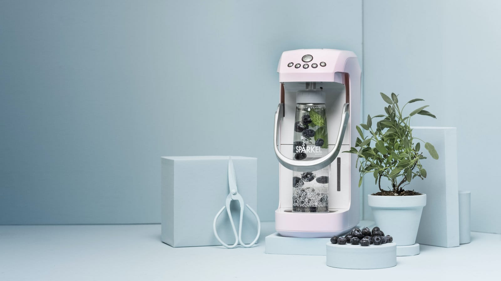Spärkel Beverage System makes sparkling water in one bottle in 90 seconds