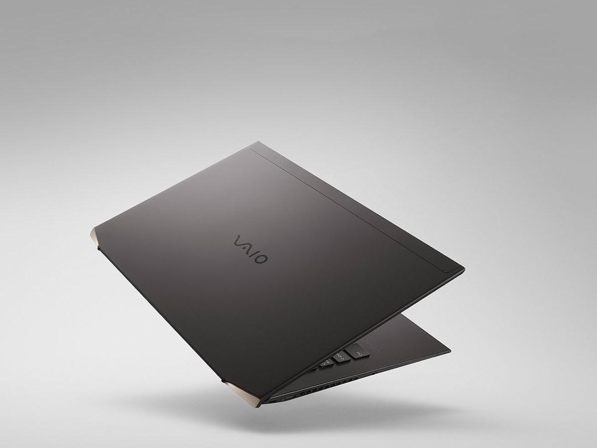 VAIO Z carbon fiber laptop has a 3D-molded full carbon body