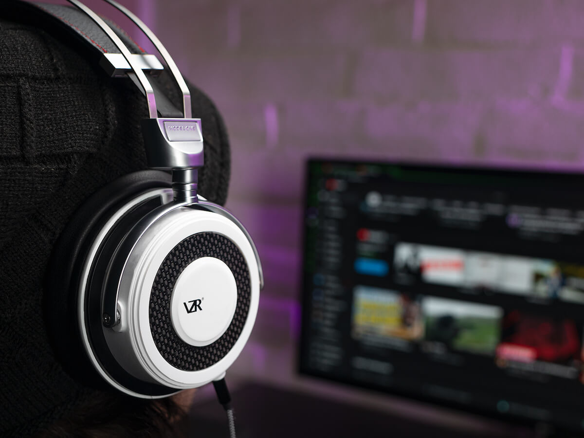 VZR Model One audiophile gaming headset uses CrossWave technology