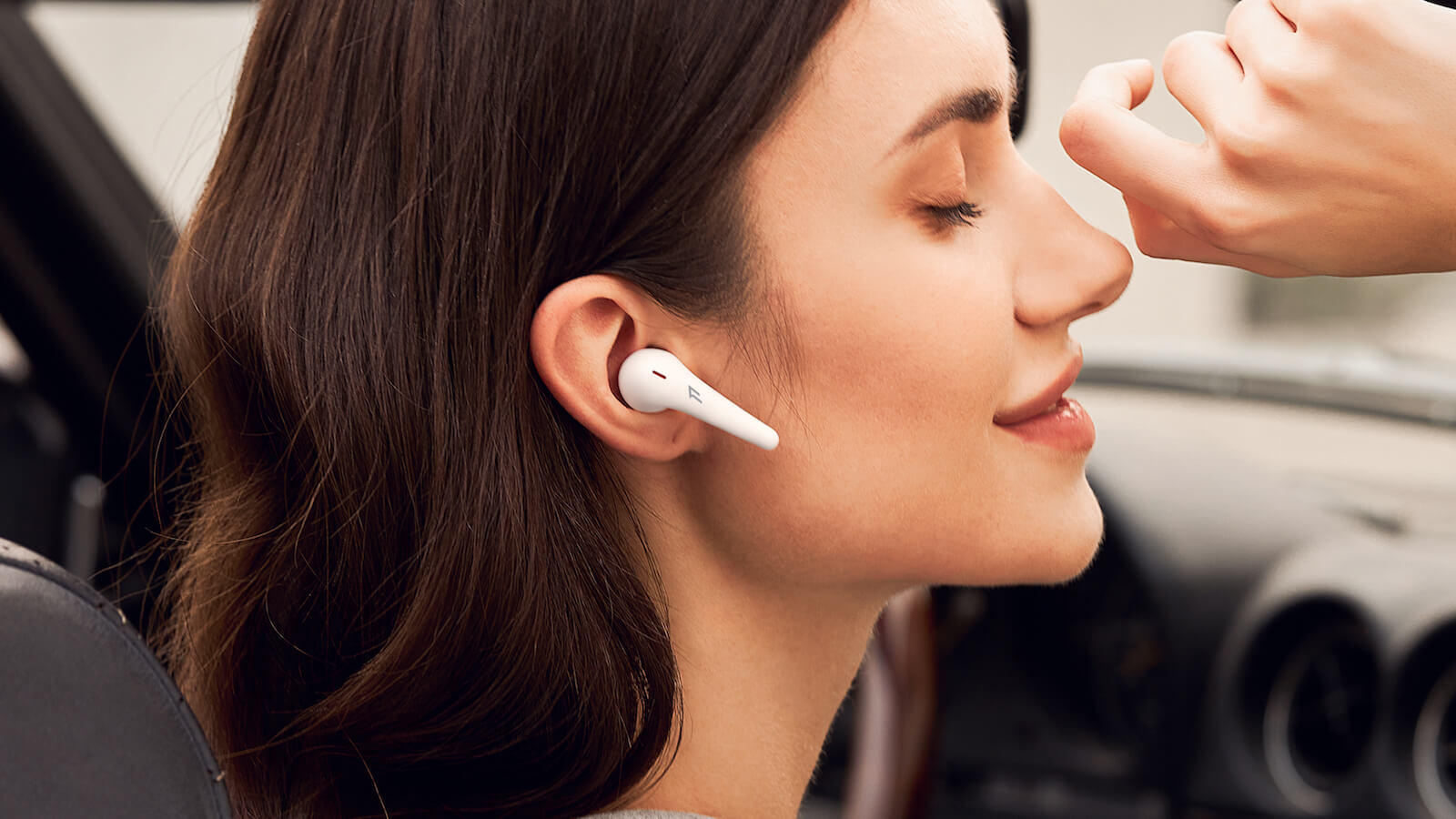 1MORE-ComfoBuds-Pro-wireless-ergonomic-headphones-01.jpg