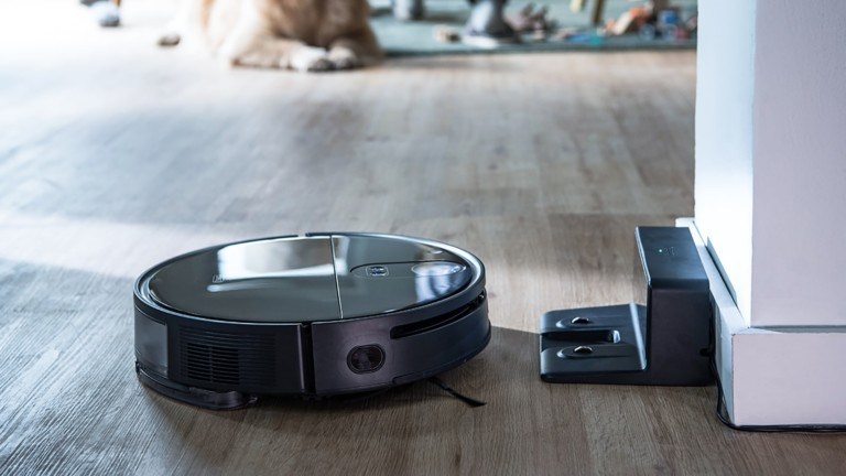 360 S10 robot vacuum cleaner uses triple-eye LiDARs and AI navigation