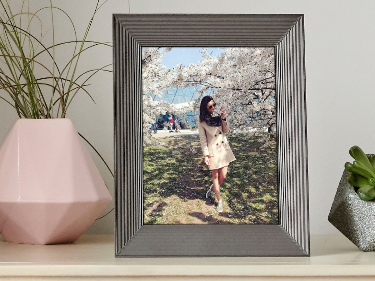 Aura Digital Photo Frames create a slideshow of your pictures to display at home thumbnail