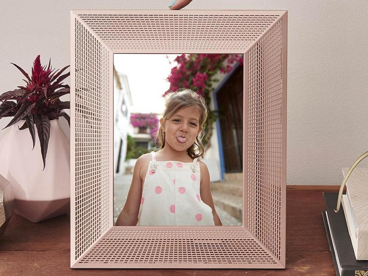 Aura Digital Photo Frames create a slideshow of your pictures to display at home
