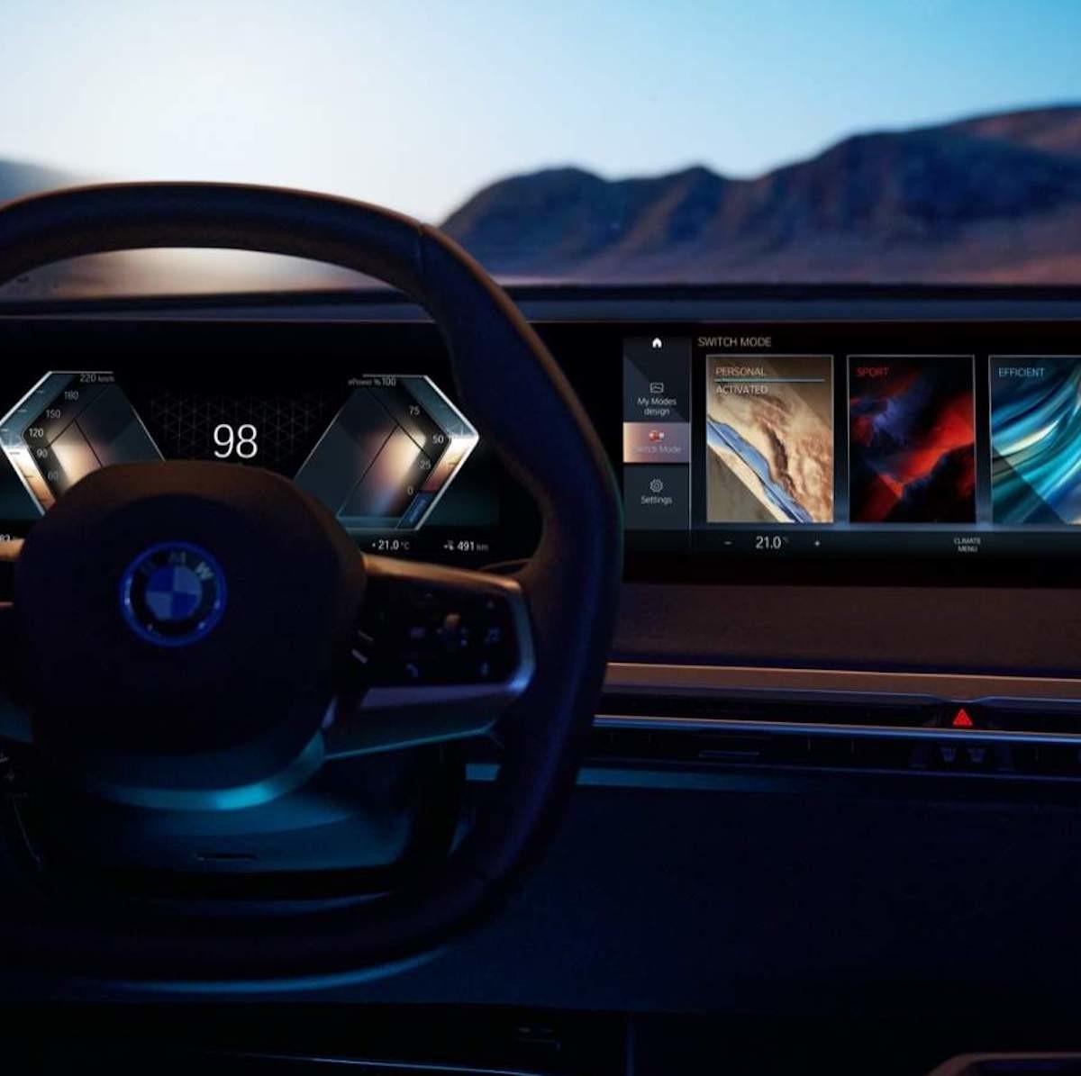 Introducing BMW's iDrive display—a step towards autonomous driving thumbnail