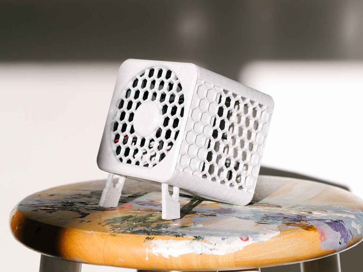 Bionic Cube portable filterless air purifier has an ionizer that works for a whole room
