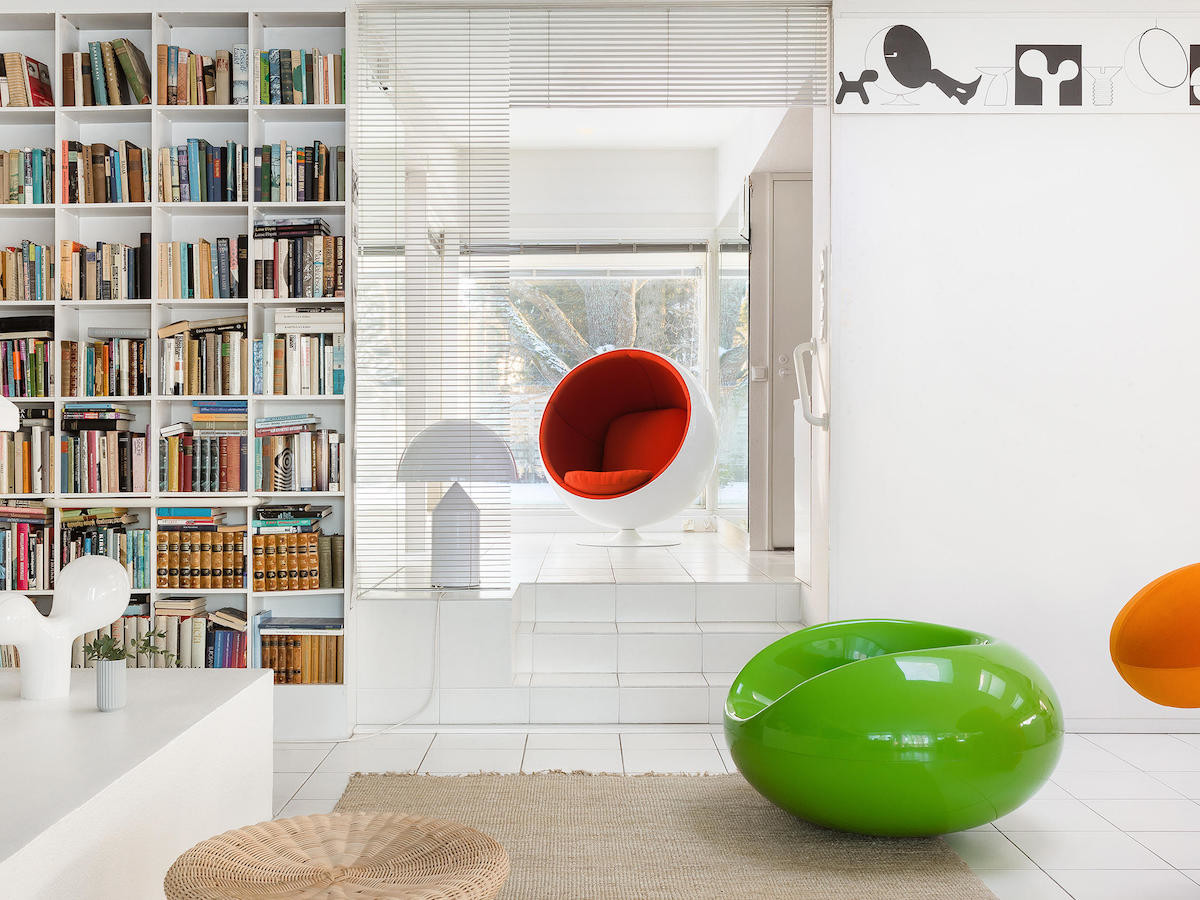 Eero Aarnio Fiberglass Ball Chair seats two people in a snug environment with no corners