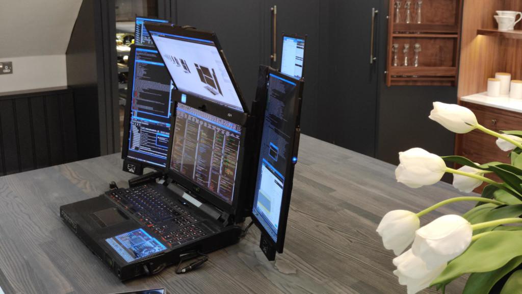 Expanscape Aurora 7 prototype laptop