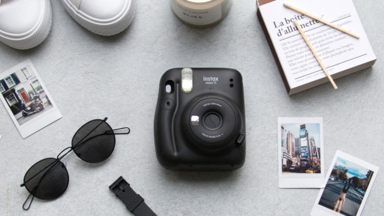 Fujifilm Instax Mini 11 compact instant camera offers automatic exposure