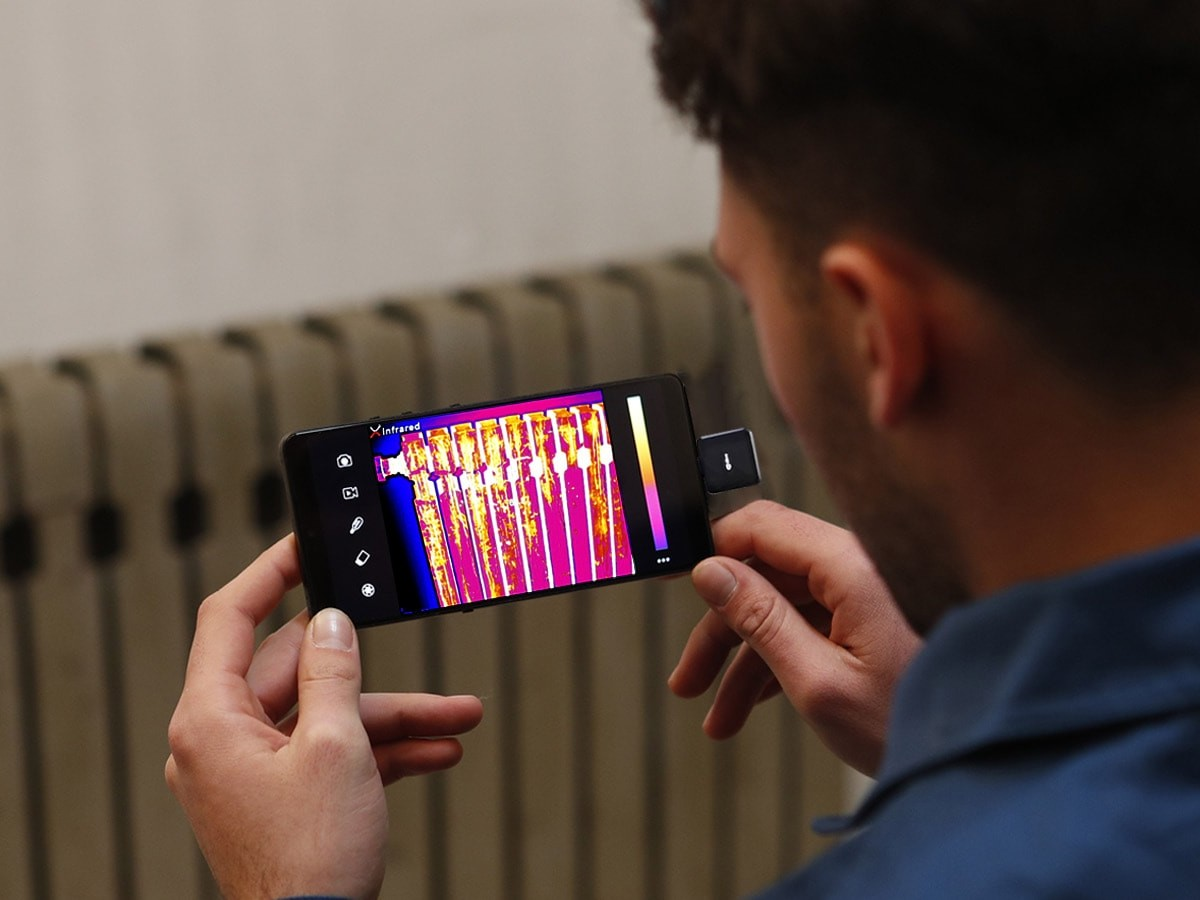 InfiRay T2L thermal imaging smartphone camera finds pipe leaks, hotspots, and more