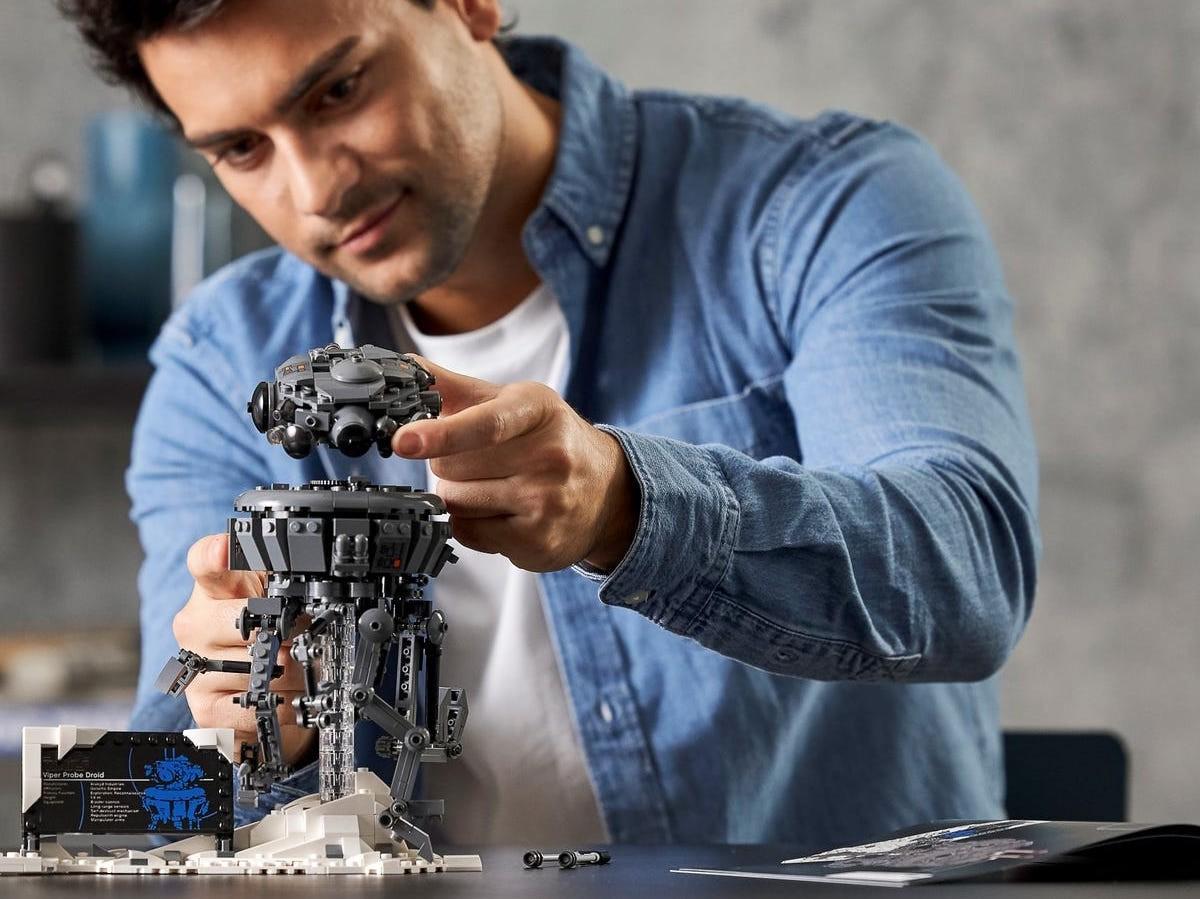LEGO Imperial Probe Droid building set has posable legs