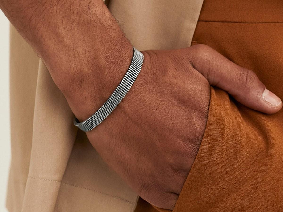 Mejuri Ribbed Cuff Men's Bracelet has the signature black enamel