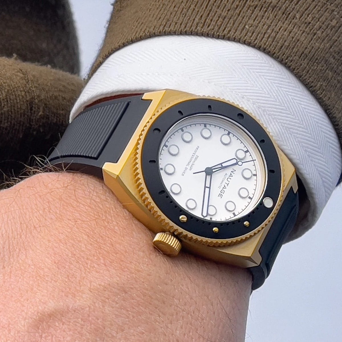 This luxury automatic watch is one you can wear in the sea thumbnail