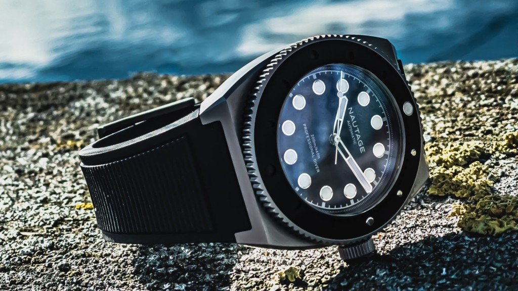 This luxury automatic watch is one you can wear in the sea NAUTAGE D221 automatic dive watch