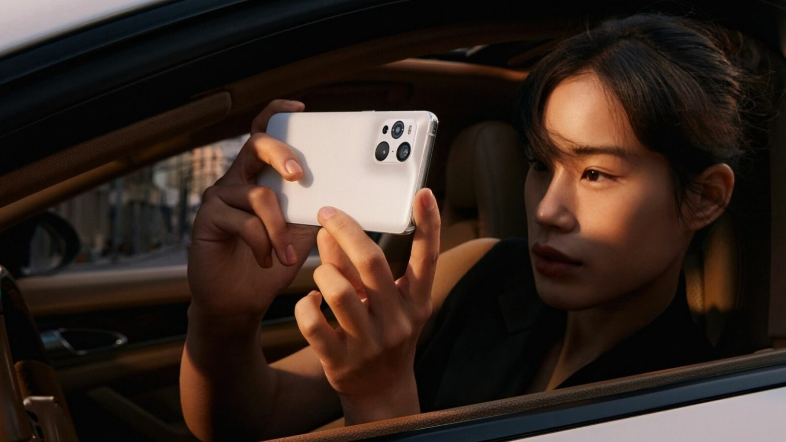 OPPO Find X3 Pro smartphone is an Android with the 10-bit full-path color engine