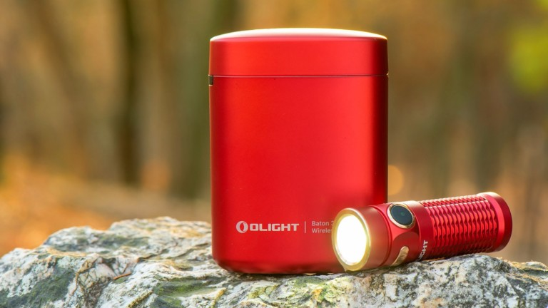 Olight Baton 3 Premium Edition pocket flashlight has a wireless charging case