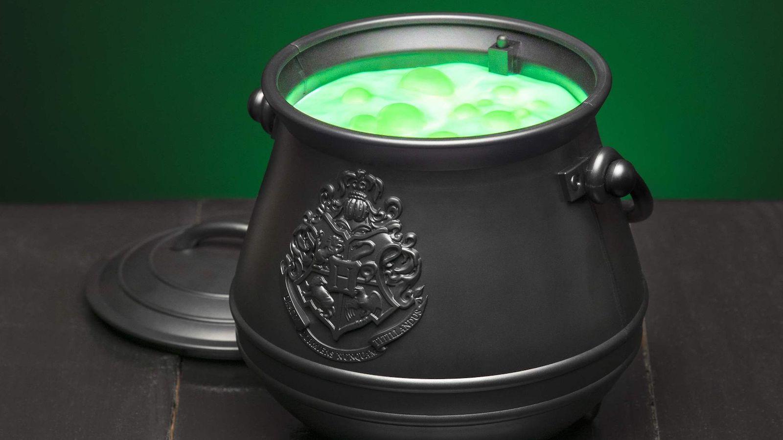 Paladone Harry Potter Cauldron Light contains a magical color-changing concoction