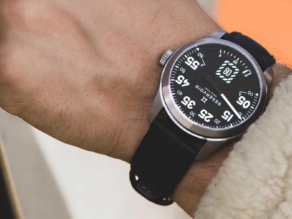 RESERVOIR Airfight Titane aircraft watch looks like on-board flight instruments