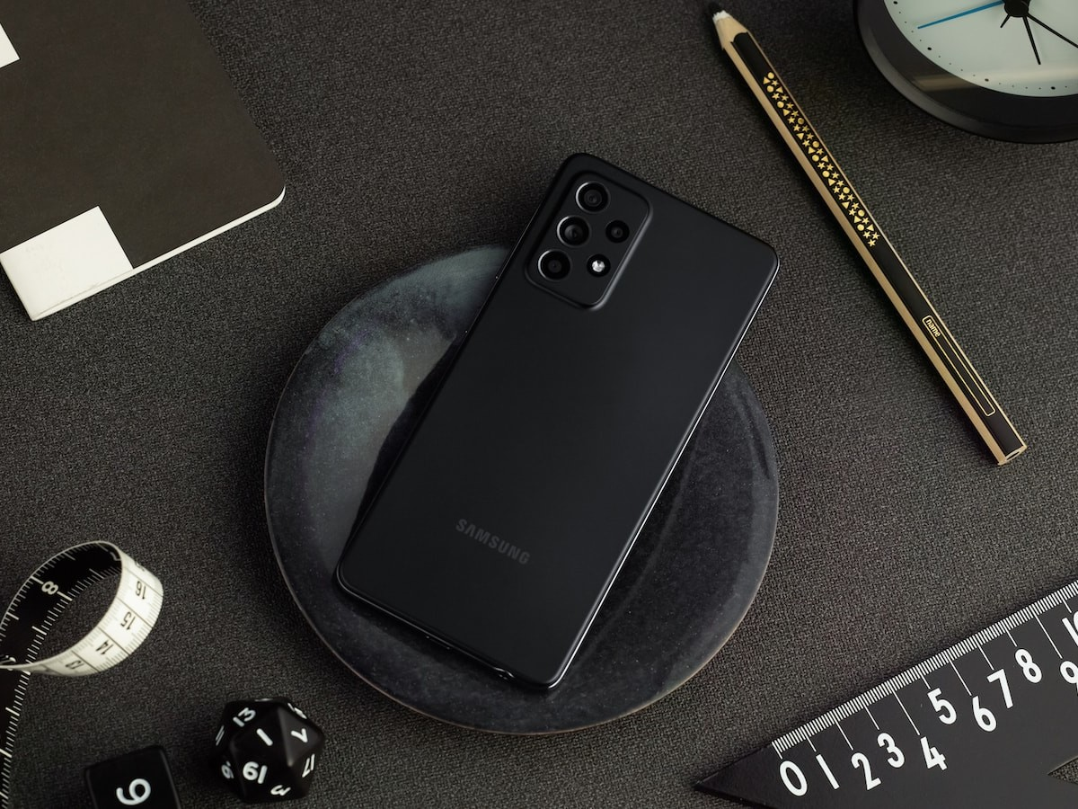 Samsung Galaxy A52 & A52 5G 2021 smartphones have 4 rear cameras & a smooth display