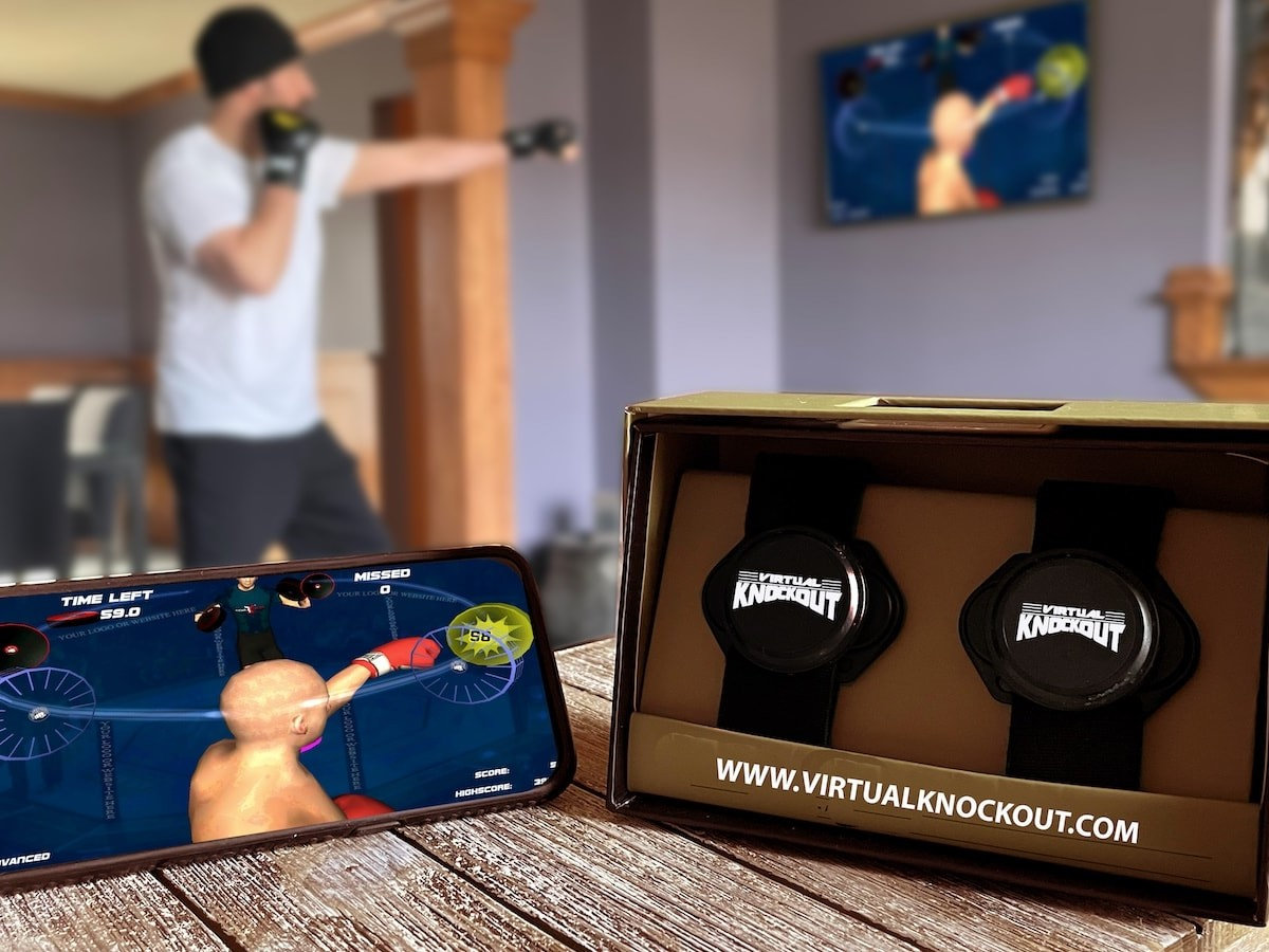Virtual KnockOut interactive shadowboxing game works with Bluetooth motion controllers