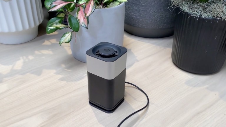 YFLife AIR6+ space station purifier destroys harmful molecules without creating waste