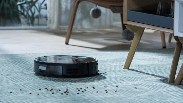 The 360 S10 robot vacuum cleaner has eyes to detect poop thanks to triple-eye LiDARs