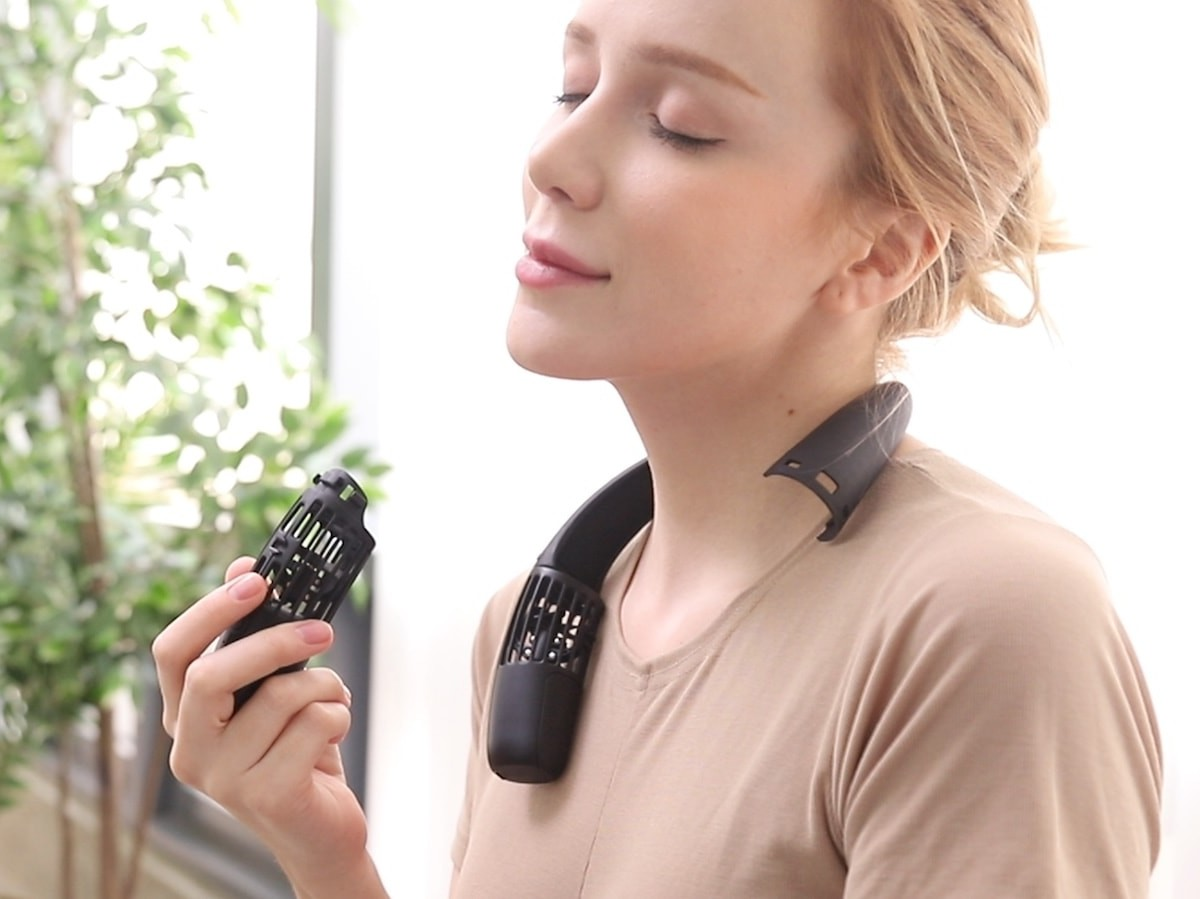 The Airable wearable fan refreshes you with a breeze at a touch of a button