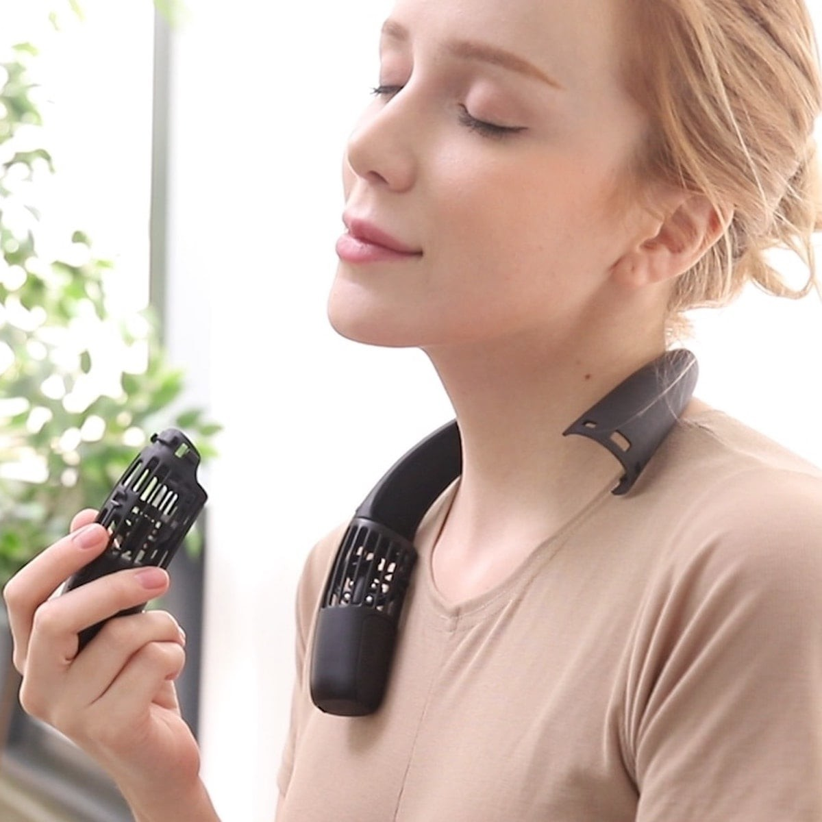 This neck fan keeps you cool when it's hot outside thumbnail