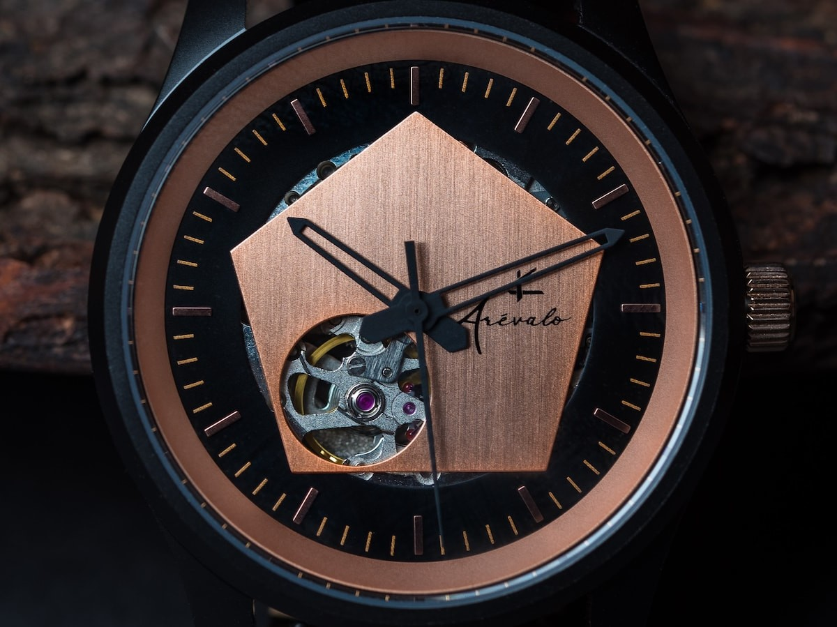 Arévalo Watches Pentagonum subtle timepiece blends black and rose gold