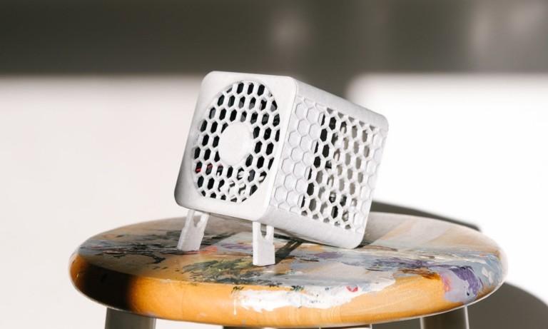 This compact air purifier lets you breathe clean air anywhere