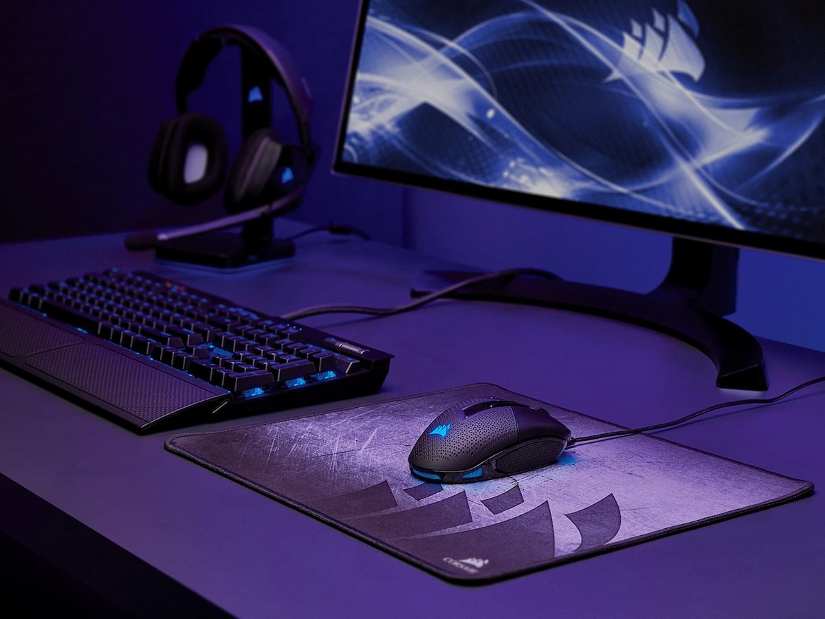 CORSAIR NIGHTSWORD RGB gaming mouse is equipped with an 18,000 DPI optical sensor