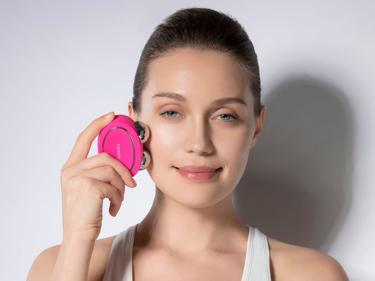 FOREO BEAR facial fitness devices use microcurrents & T-Sonic pulses for tighter skin