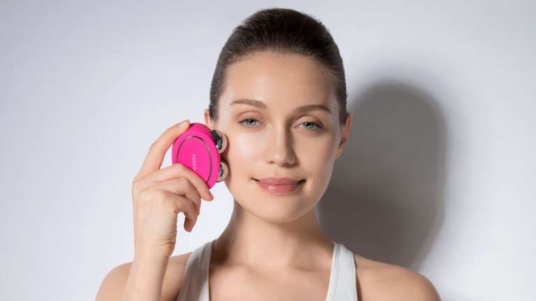 FOREO BEAR facial fitness devices use microcurrent & T-Sonic pulsations for tighter skin