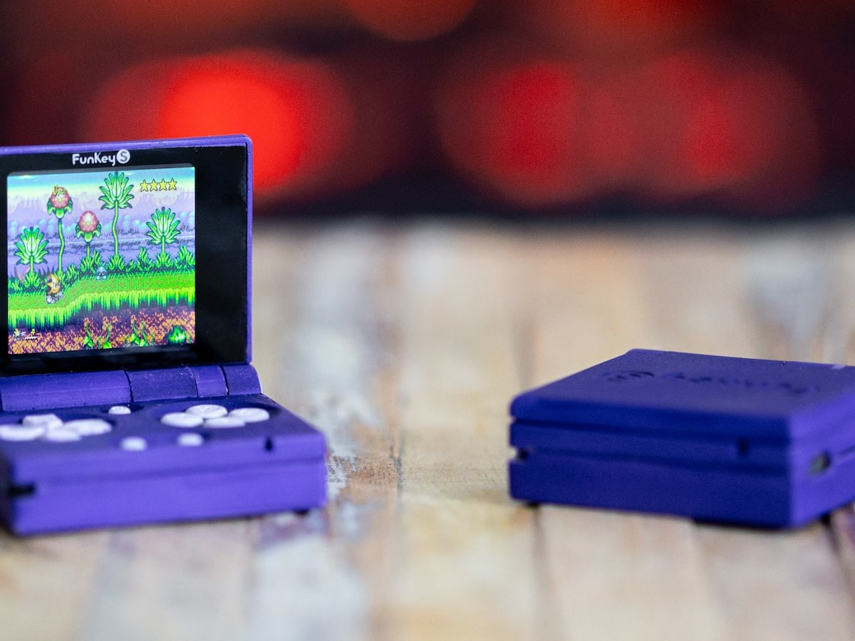 FunKey S tiny foldable Gameboy features an LCD color screen & built-in 0.5 W speaker thumbnail