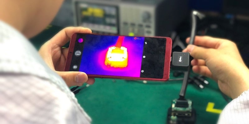 This high-tech infrared smartphone camera helps with home maintenance InfiRay T2L thermal imaging smartphone camera