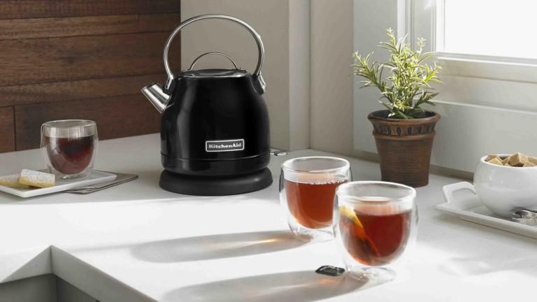 KitchenAid KEK1222 electric kettle has a removable limescale filter