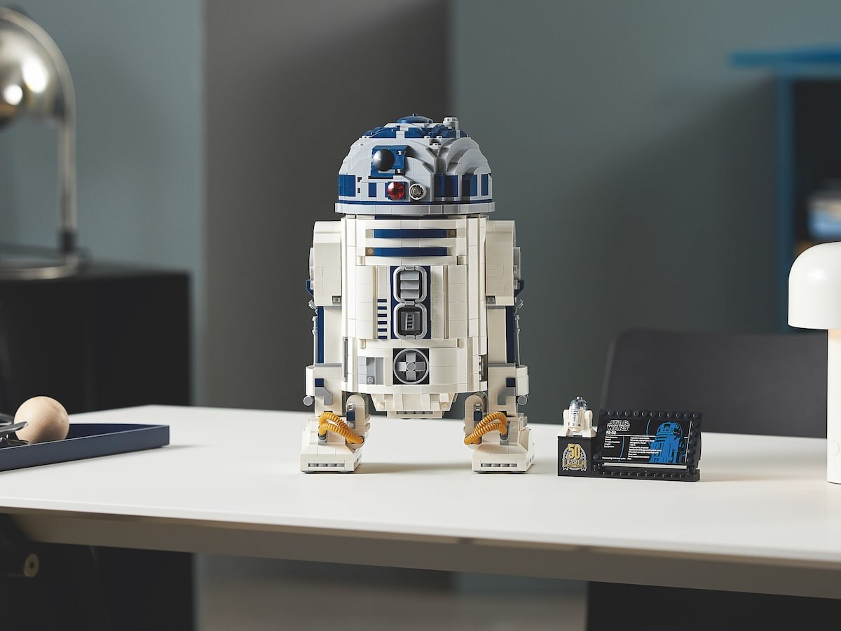 LEGO Star Wars R2-D2 construction set boasts authentic features, such as a rotating head