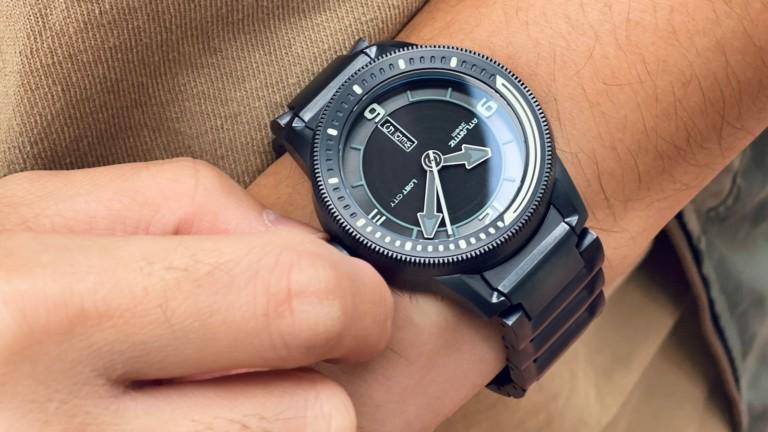 OVD Atlantiz titanium watch has a dial that reveals itself in response to heat