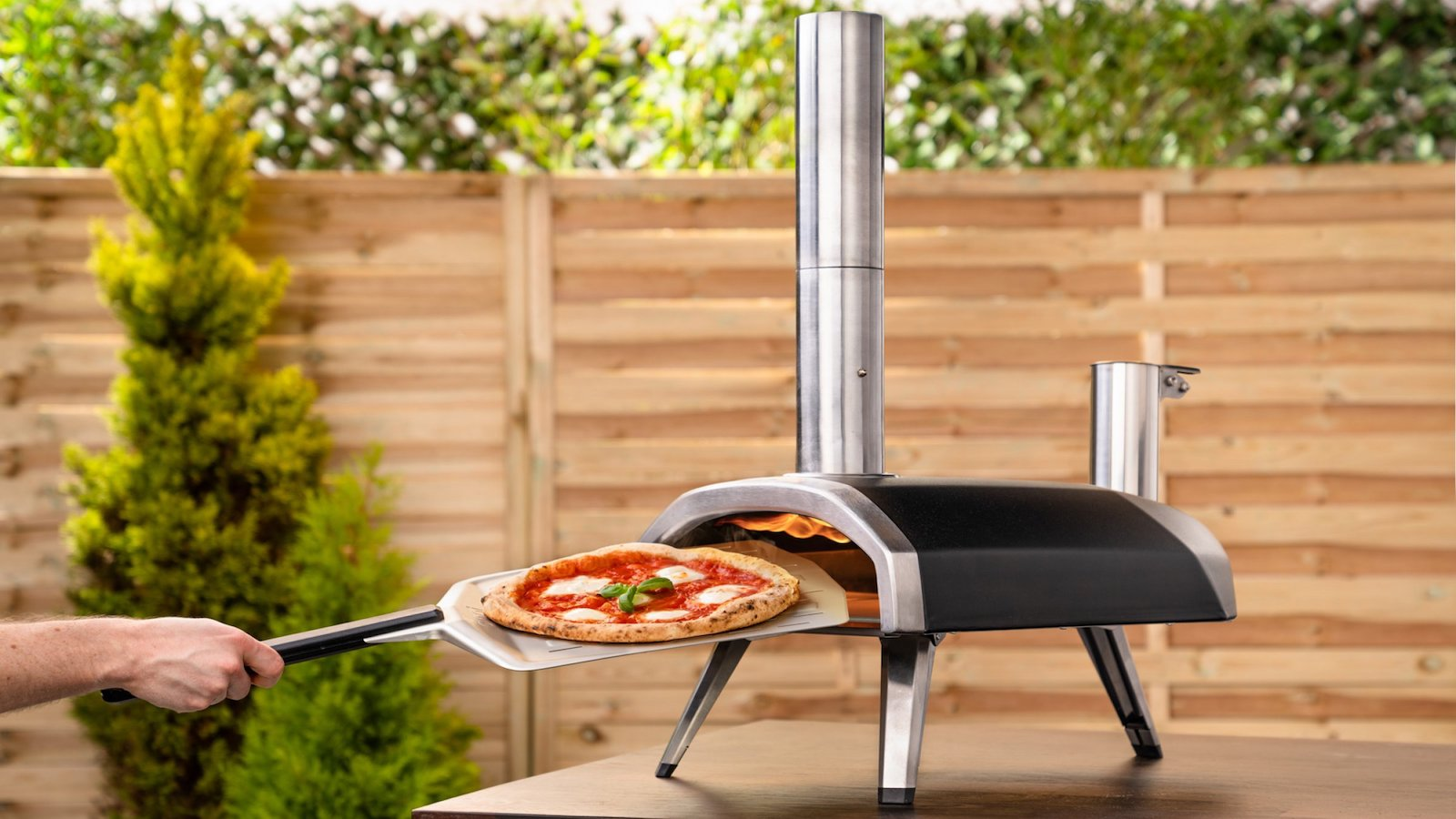 Ooni Fyra 12 wood pellet pizza oven reaches 950°F and cooks pizza in 60 seconds