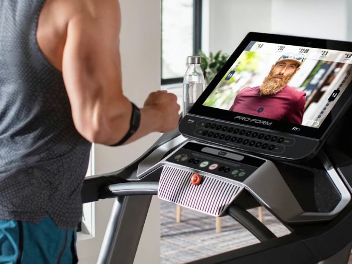 "ProForm Pro 9000 high-tech treadmill features a 22"" HD screen for beautiful sceneries"