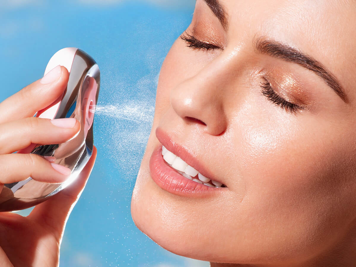 RÉDUIT Spa skincare treatment device uses sonic pulsations to enhance product absorption