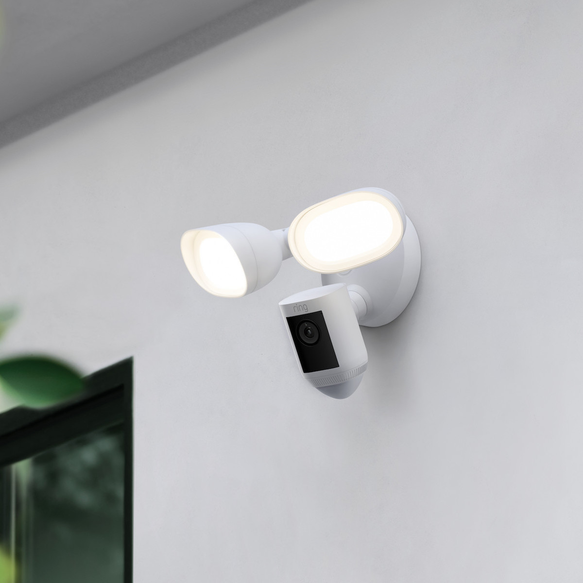 Ring's new floodlight camera comes with radar-scanning tech thumbnail